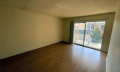Living Room, 1137 Oakmont Dr, 1