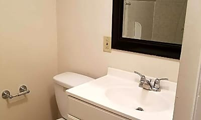 Bathroom, 43 Belmont Ln, 2