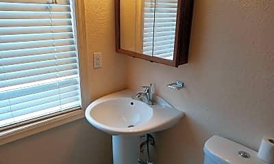 Bathroom, 118 Main St E, 2