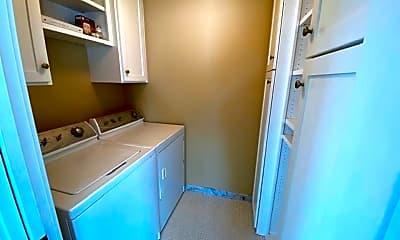 Bathroom, 845 NW Delaware Ave, 2