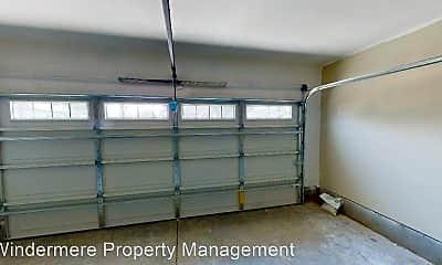 Building, 122 W Maple St, 1