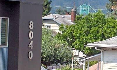 8040 N Ivanhoe St, 1