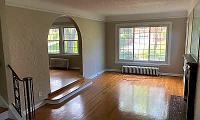 Living Room, 3722 Meadowbrook Blvd, 1