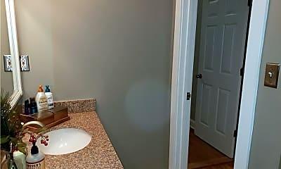 Bathroom, 927 Noble St, 2