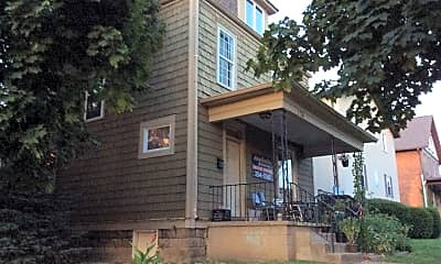 Building, 136 E Norwich Ave, 1