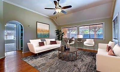 Living Room, 104 Shannon Dr, 1