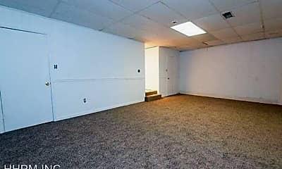 Living Room, 823 E Tuscaloosa St, 2