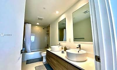 Bathroom, 121 NE 34th St 807, 1