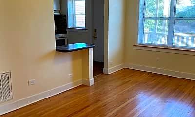 Living Room, 910 S Oak Park Ave, 2