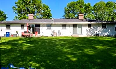 Building, 2143 Packerland Dr, 1