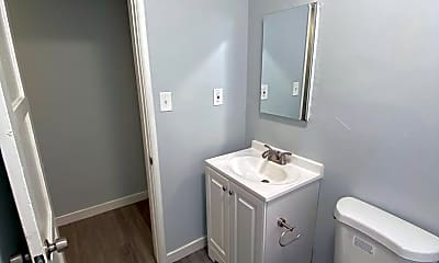 Bathroom, 1968 Chestnut Ave, 2