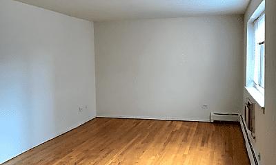 Living Room, 5949 N Kenmore Ave, 1