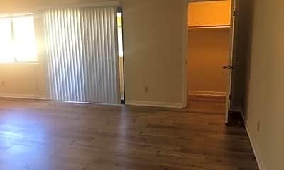 Living Room, 2204 S Beverly Glen Blvd, 1