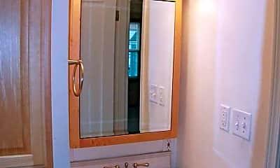 Bathroom, 1010 N Sheridan Ave, 2