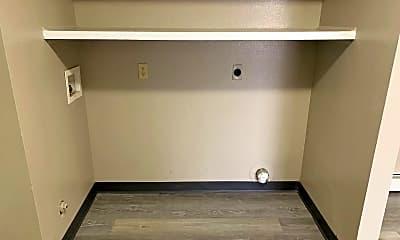 Bathroom, 1161 N Melrose St, 2