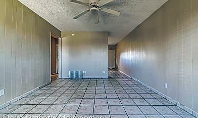 Living Room, 1036 W Hendrix St, 2