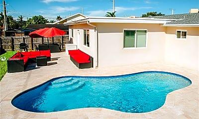 Pool, 422 SE 3rd St, 1