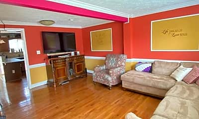 Living Room, 3433 Jousters Way, 1