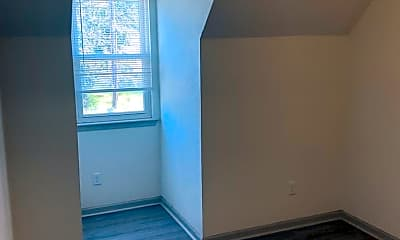 Living Room, 2815 Llewellyn Ave, 2