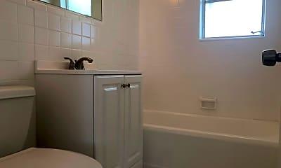 Bathroom, 533 Antioch Ave, 2