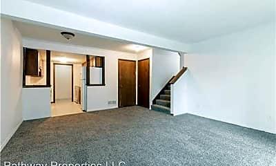 Living Room, 1000 Laurel St, 2