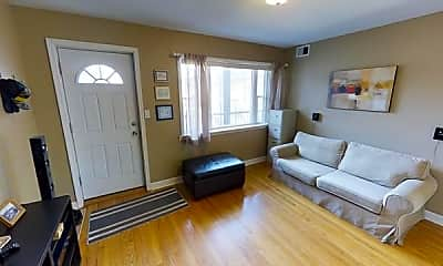 Living Room, 2636 W Foster Ave, 2
