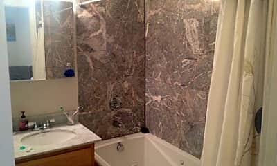 Bathroom, 25 Aspinwall Ave, 2