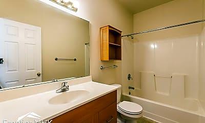 Bathroom, 901 Moro St, 2
