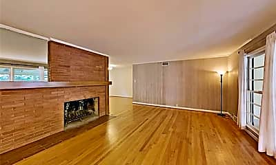Living Room, 1427 Cedar Hill Ave, 1