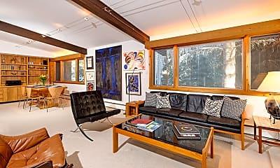 Living Room, 309 W North St, 1