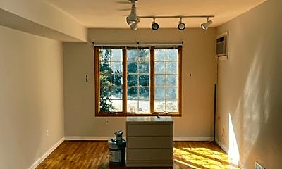 Living Room, 687 Willowbrook Rd, 1