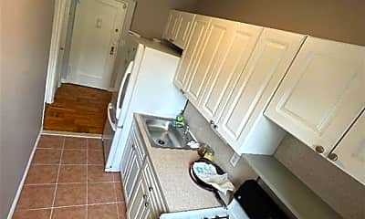 Kitchen, 585 McLean Ave 1F, 2