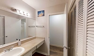 Bathroom, Room for Rent -  a 6 minute walk to bus stop Snapf, 2