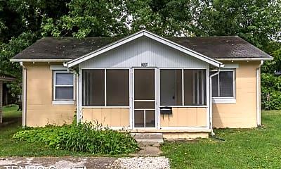 Building, 106 S Roosevelt St, 1