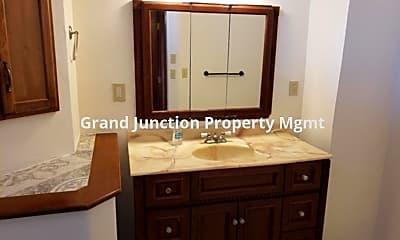 Bathroom, 1220 Colorado Ave, 2