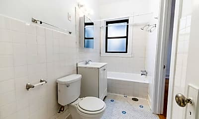 Bathroom, 6505 N Hoyne Ave, 2