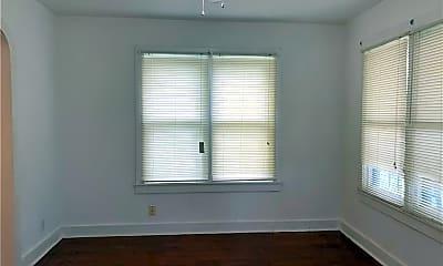 Bedroom, 507 E Commons St, 1