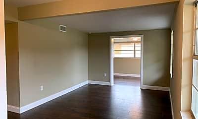 Living Room, 703 Taylor Blvd, 1