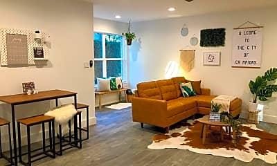 Living Room, 5501 Ashby St, 0