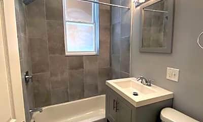 Bathroom, 2838 W Addison St, 0