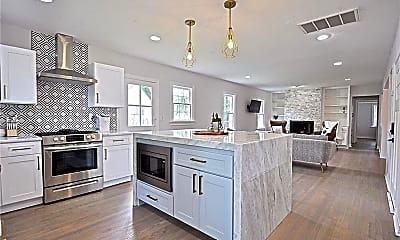 Kitchen, 1107 Woodlawn Pl, 1
