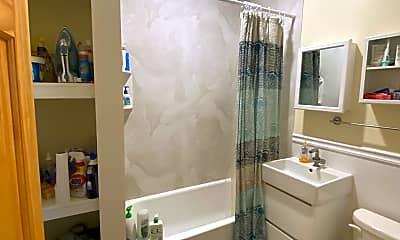 Bathroom, 370 Washington St, 2
