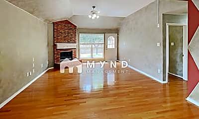 Living Room, 816 E Huitt Ln, 1