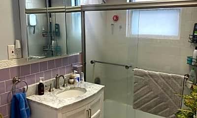 Bathroom, 34 Russell Rd, 2