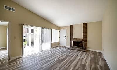 Living Room, 10055 Larwin Ave, 1