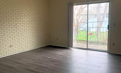 Living Room, 7810 Blondo St, 0