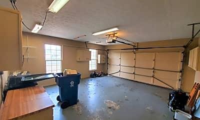 Living Room, 9008 Glover Ln, 2