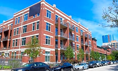 Building, 33 W Monroe St, 1