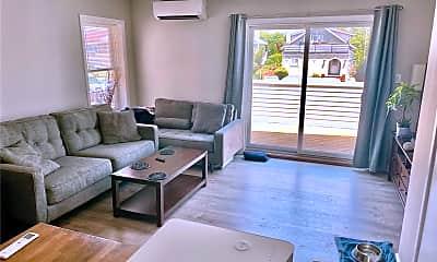 Living Room, 616 E Broadway 4 D, 1