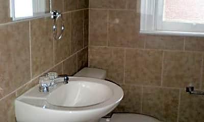 Bathroom, 613 W King St, 2